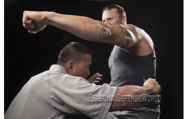 Tactical-Pen-ribcage-strike